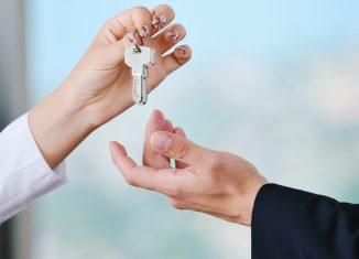 Property Agents Providing Customized Service