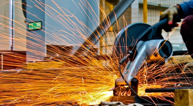 Tips For Keeping Your Employees Safe While Working With Large Machinery